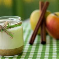 Yogur de arroz con leche asturiano con coulis de manzana asada.