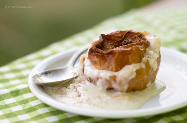 Manzana asada rellena de arroz con leche asturiano.
