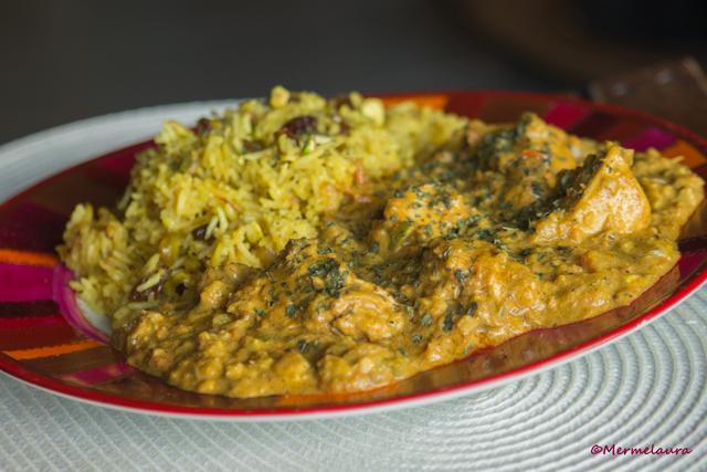 Pollo Korma con arroz pilaf al azafrán